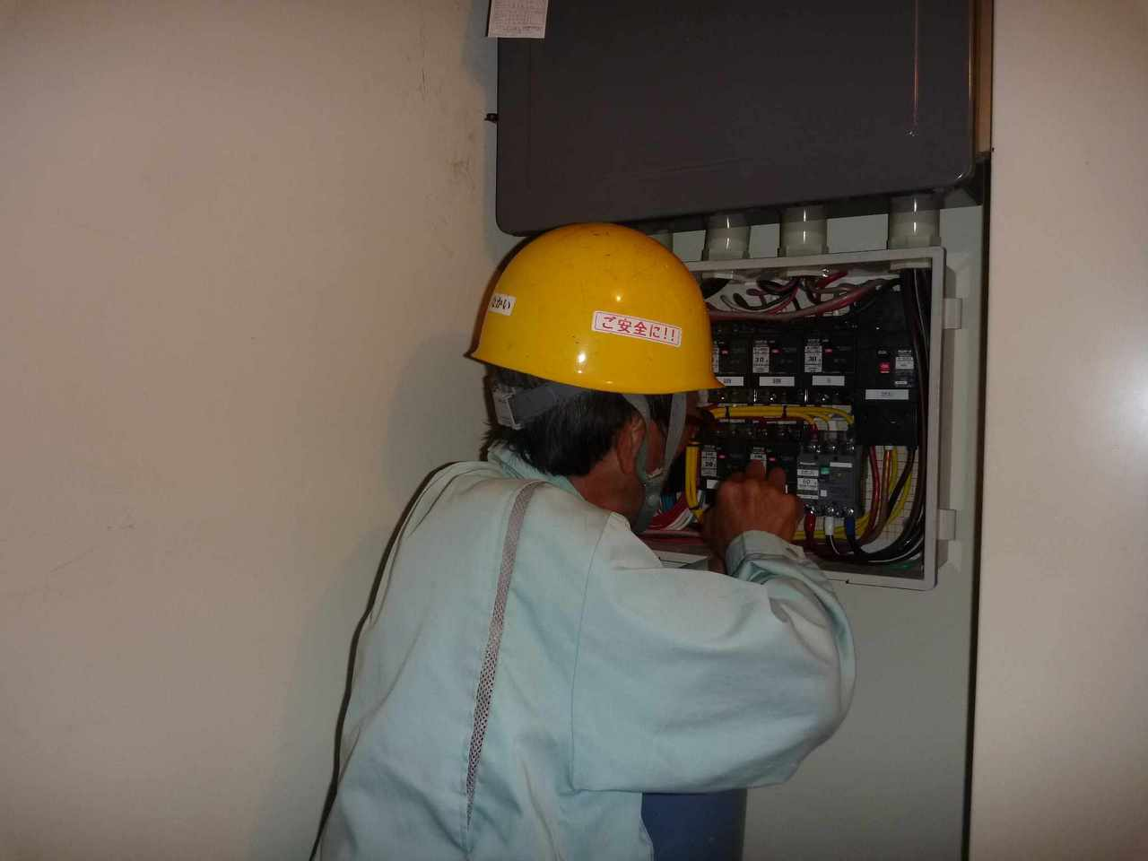 電気工事 施工事例 作業風景